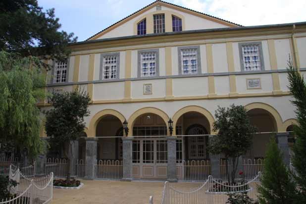Ayios Demetrios Kilisesi