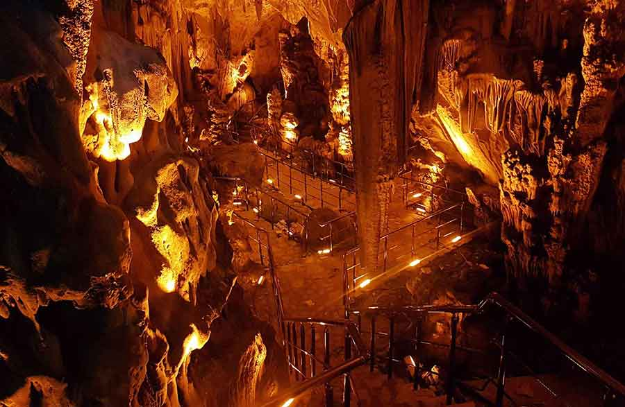 Köşekbükü Mağarası
